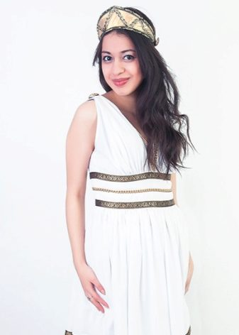 5fef31facbd Наиболее популярным цветом римских туник являются белый