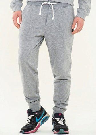 c2163511 Мужские спортивные штаны отличаются от женских моделей своим кроем. Сложив  штаны по заднему шву пополам, вы обнаружите, что в женских штанах линия  перехода ...