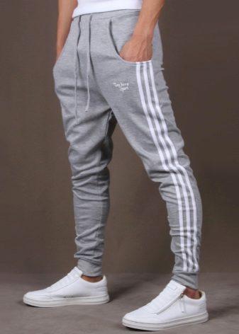 81b6cd39 Мужские спортивные штаны (124 фото): трикотажные, с манжетами, с ...