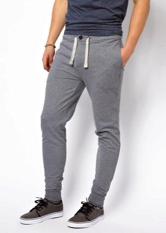 Спортивные штаны на манжетах с чем носить