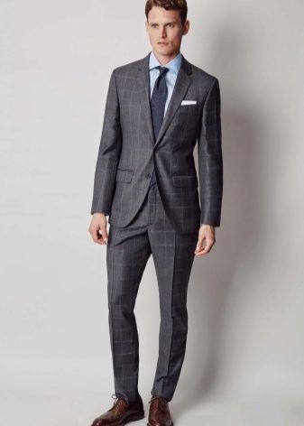 44ea88f8bc82 Сейчас многие мужчины полюбили подворачивать края брюк. Особенно интересно  смотрятся штаны с контрастной изнаночной тканью. Такие модели очень стильно  и ...
