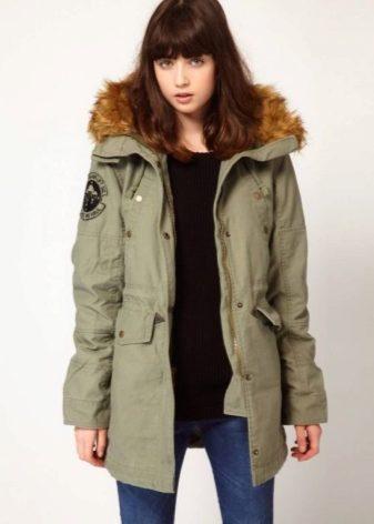Куртка парка цвета хаки в одежде фото