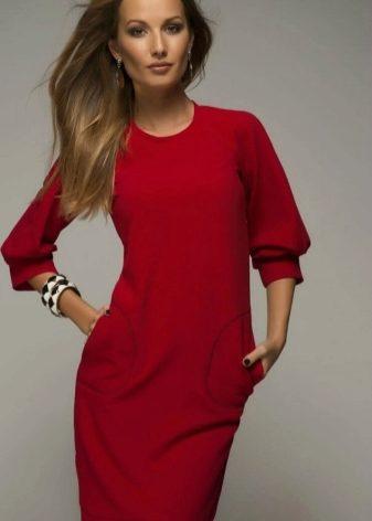 08d3640784b Прямое платье с рукавом реглан отлично подходит для создания офисных
