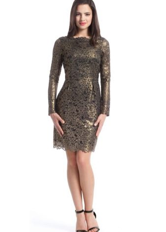 4ce6704279c Прямое платье из гипюра идеально подойдет для выхода в свет