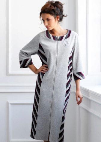 6cbb55a5fb391 Но велюровый халат со вставками должен подходить по типу. Так поперечные  вставки визуально расширяют объемы, поэтому не подойдут полным женщинам.