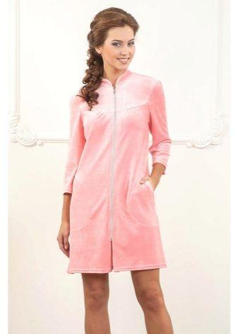 fccf9aef6d337 Особенность велюрового халата в том, что он выглядит богато даже несмотря  на то, что это в первую очередь домашняя одежда. Это признак хорошо  достатка и ...
