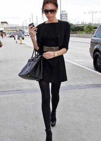 Черно белое платье и черные колготки