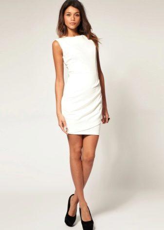 Сочетание белое платье черные туфли