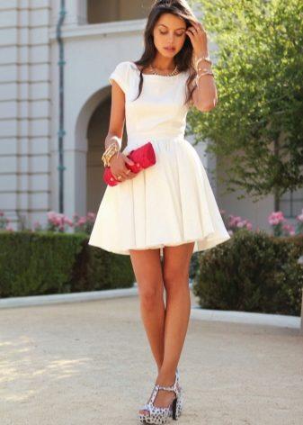 Короткое платье легкая