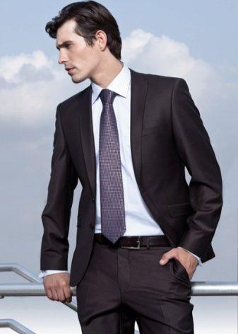 Молодежные мужские костюмы (64 фото): приталенные и стильные на выпускной, модные брендовые костюмы