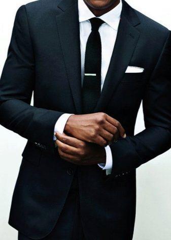 8f665eb87153 Приталенный мужской костюм способен полностью преобразить мужчину,  разбавить его привычный, повседневный образ и произвести положительное  впечатление на ...