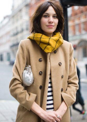 Желтый шарф (61 фото): с чем носить