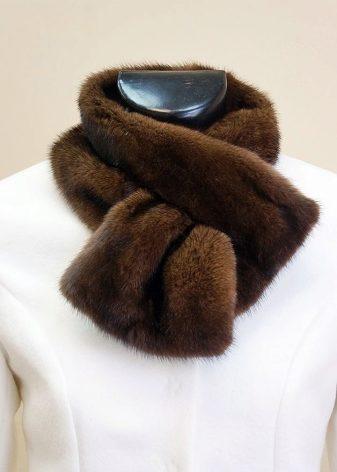 Шарф из норки (42 фото): шарф из меха вязаной норки и кусочков, с отделкой из шариков, с кисточками и с хвостиками норки