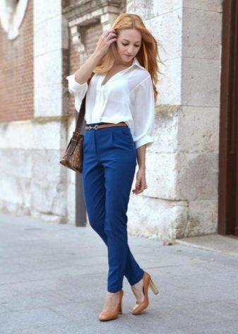 Туфли бежевые на каблуке (55 фото): с чем носить женские туфли на шпильке и на толстом и широком каблуке