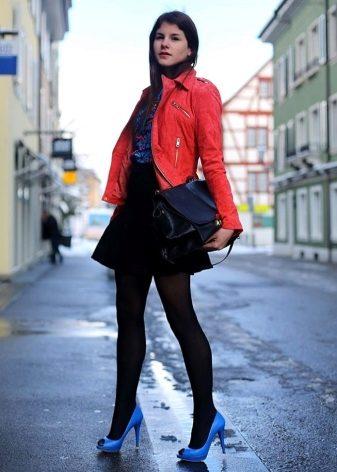5590aaf908c0 Neobvyklé v obraze s použitím topánok s otvoreným nosom môžu nosiť farebné  pančuchy. Módne ženy