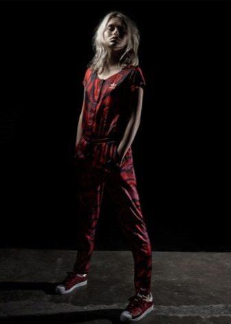 7200ab6e22a0 Спортивный костюм Adidas new young обойдется в 5 990 рублей, а цена  утепленных моделей начинается - от 6 тысяч. Стоимость зависит не только от  линейки, ...