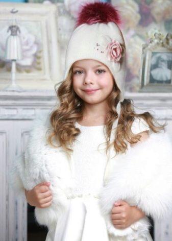 Зимние шапки для девочек (71 фото): детские вязаные шапки с помпоном, шапки для девочек-подростков и для новорожденных на зиму