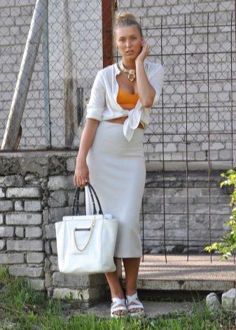 Белые босоножки на платформе (72 фото): с чем носить босоножки на тракторной платформе