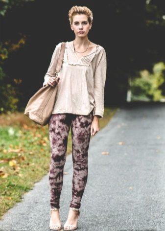 65abc0f5ac83 Невысоким девушкам, как уже было сказано, бежевые босоножки позволяют  сделать ноги визуально длиннее. Дополнительный момент, который поможет  добавить вам ...