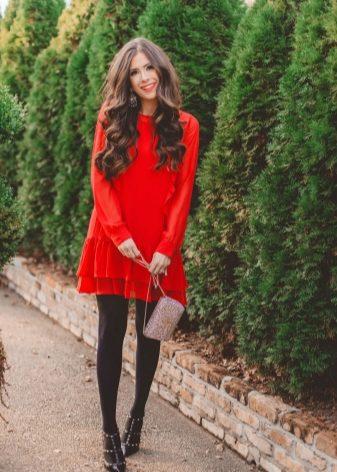 61e91a5f155 Невероятно соблазнительно и привлекательно выглядят романтические образы с красным  платьем. Если вы готовитесь к свиданию или к интересной вечеринке