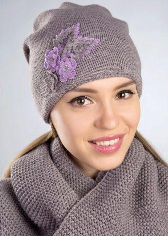Вязание шапки бини лицевой гладью 650