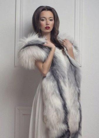 Шарф меховой 2018 (57 фото): длинный узкий шарф из перьев или меха, с меховой отделкой из кролика или искусственного меха