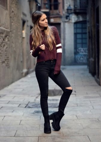 257041065 Если вы выбираете обувь под праздничный наряд, то замшевые ботинки подойдут  идеально. Особенно красиво смотрятся модели на толстой подошве с каблуком.