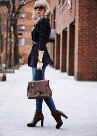 Ботинки на каблуке (62 фото): женские и мужские на высоком и низком толстом каблуке со шнуровкой, с чем носить