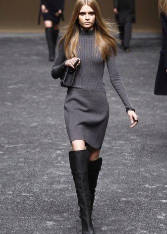 Зимние высокие женские сапоги (49 фото): длинные замшевые и кожаные ботфорты на зиму, с чем носить без каблука