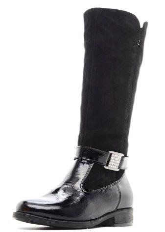 eb2317be6db4 Многие крупные бренды представили в новых коллекциях демисезонные сапоги и  из искусственных материалов, как, например, специальная резина.