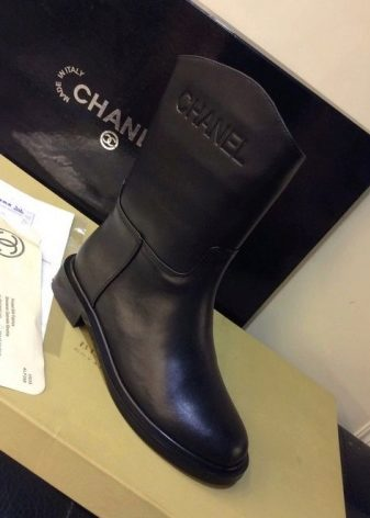Единственный выход - это покупать сапоги Шанель в фирменном бутике бренда. 814bf9a95dc