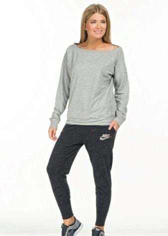 В современных магазинах можно найти множество одежды спортивного стиля. Вы  обязательно подберете для себя понравившиеся модели, в которых будете  чувствовать ... 6cc800320ce