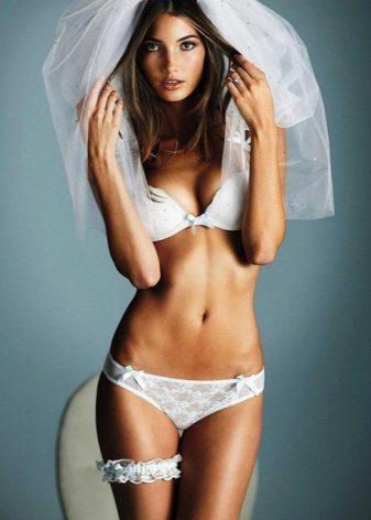 ... покупка для свадьбы сразу двух комплектов белья. Один вариант  подбирается для того, чтобы надеть его под платье. Тут обычно выбирается  простое белье, ... 8b5940ff1f9