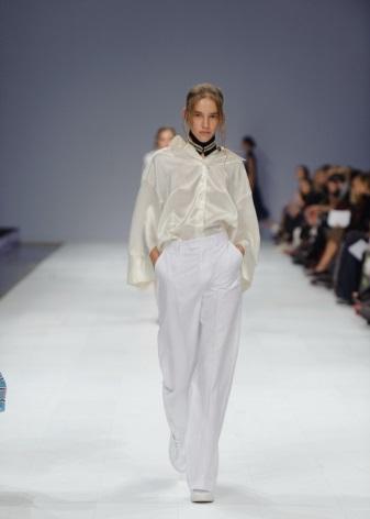 d87e3b01951 Она создает свои дизайнерские наряды для многих отечественных знаменитостей  и политических деятелей. Регулярно она представляет свои коллекции на ...
