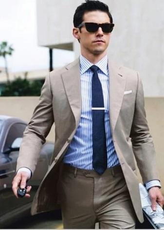 44f657d890 Túl nagy, masszív hajtű tönkreteszi a nyakkendőt és az egész képet. Válassz  egy clampet a szegfűszegekkel, ez a modell jobban ragaszkodik a szövethez,  ...