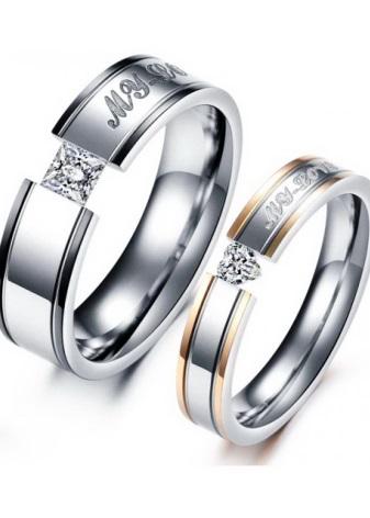 Многие молодожены предпочитают покупать парные обручальные кольца, которые  перекликаются по форме и дизайну. Часто их даже приходят выбирать вместе. f88aa7e55c2