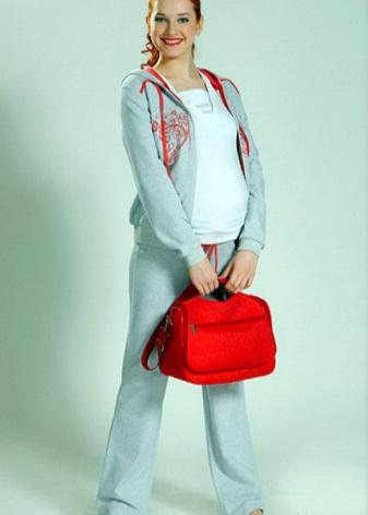 ce31c498823a714 Модная верхняя одежда уже давно доступна для беременных женщин.  Демисезонная куртка или пальто должна закрывать животик полностью.