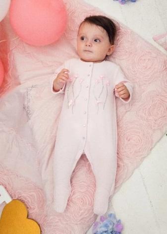 В торговых центрах представлены отделы с детской одеждой разных брендов.  Многие мамы заказывают вещи для своих детей через Интернет-магазины. 1d1e67a8275