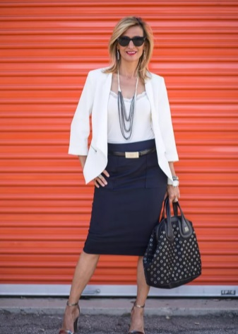 Стильная одежда для женщин после 40 лет встречается так же часто, как и для  девочек подростков. В данный момент большое количество магазинов включает в  свои ... d7da00ecb28
