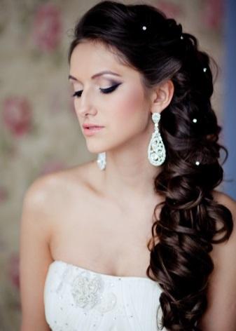 Свадебные серьги (38 фото): модели на свадьбу, невесте подойдут длинные изящные сережки