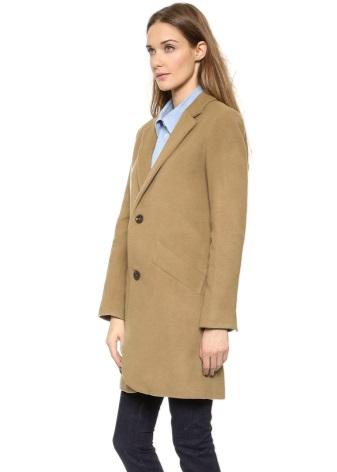 ac551009f5d2 Для неординарных девушек осенняя коллекция верхней одежды часто состоит из  бушлата, который является ничем иным, как двубортным пальто.