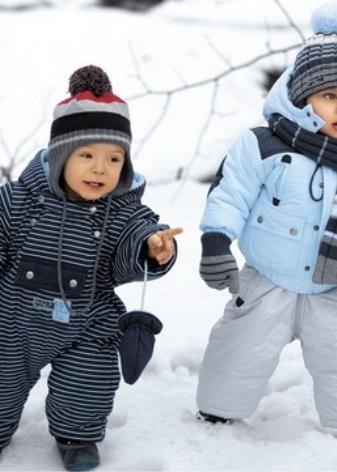 340c60d658a8 Детям 1 и 2 лет подойдут как слитные, так и раздельные модели комбинезонов.  Важно обратить внимание на легкость зимней одежды, ведь в это время малыш  еще ...