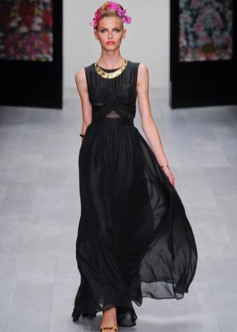 Бижутерия к черному платью (34 фото): какие подобрать украшения, что подойдет к круглому вырезу