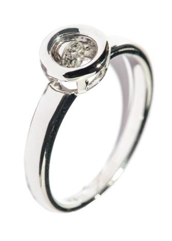 500bbb0ae16a Кольцо с бриллиантом в виде сердца может стать символом бесконечной любви.  Очень запоминающие модели не только из прозрачных камней, но также и из  розовых и ...