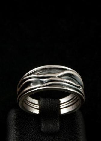 Широкие кольца из серебра (64 фото): желтые золотые и серебряные женские колечки без камней и вставок, ажурное