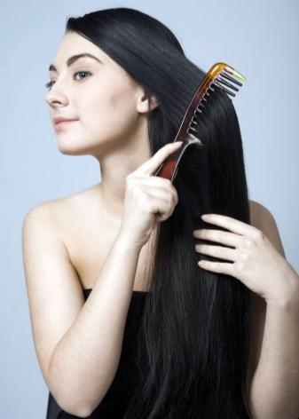 Кокосовое масло наносить на сухие или влажные волосы