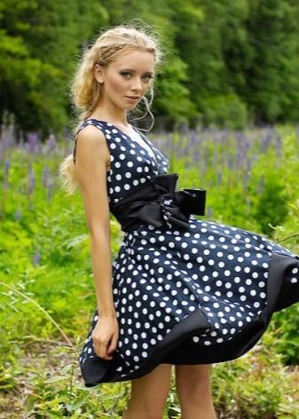 Макияж под яркое цветочное платье