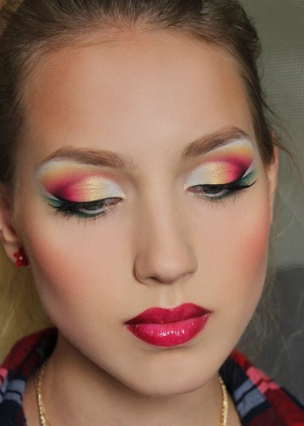Макияж для опущенных уголков глаз (16 фото): как приподнять внешние уголки с помощью макияжа, пошаговое нанесение
