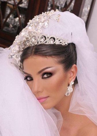Свадебный макияж для карих глаз (40 фото): красивый и нежный make-up на свадьбу 2018 для невесты-брюнетки со смуглой кожей и блондинки
