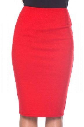 C чем носить красную юбку-карандаш